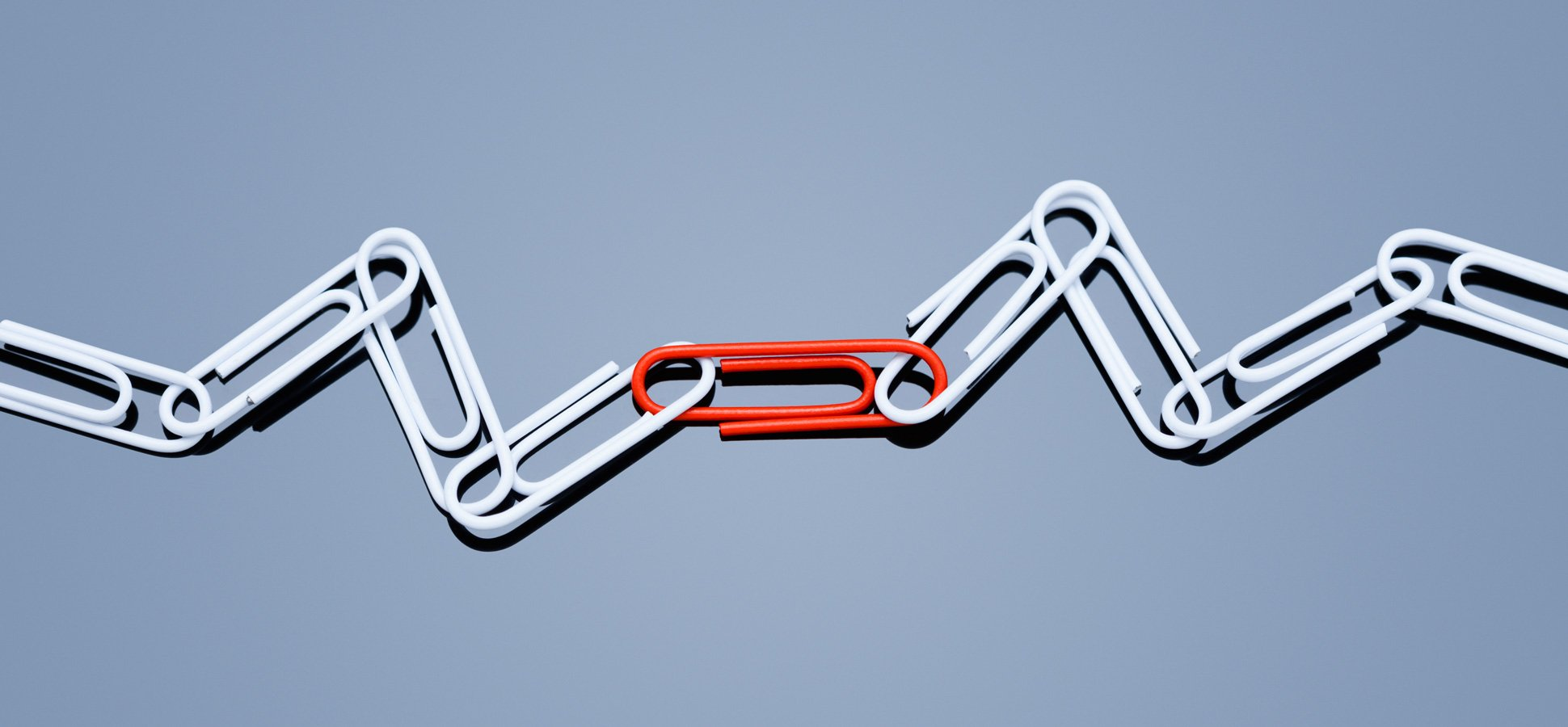 paperclips-chain-teamwork_1940x900_33941